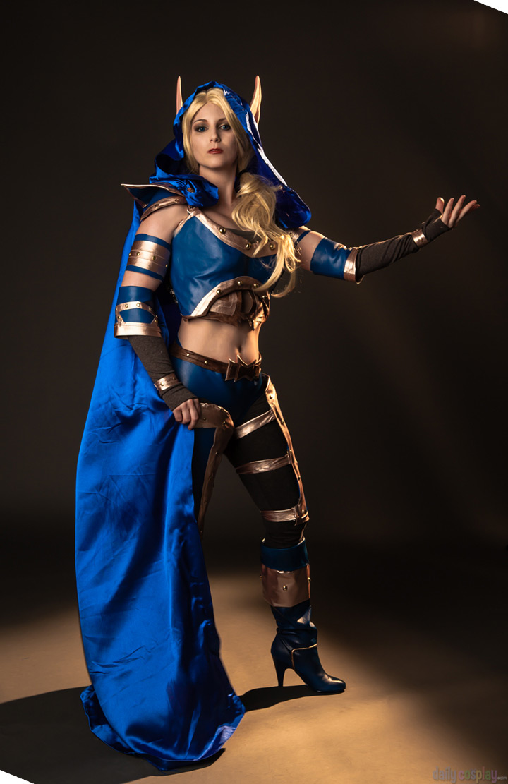 warcraft-3-cosplay-chrystal-maiden
